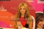 thalia-firmando-autografos-en-macys-93