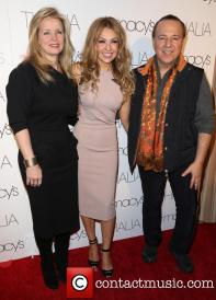 laura-zapata-thalia-tommy-mottola-macys-celebrates-latin-superstar_3984271