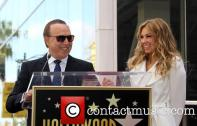 tommy-mottola-thalia-thalia-is-honored-with-a_3983319