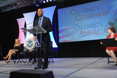 NEW YORK, NY - OCTOBER 18: Former Yankee player Mariano Rivera (R) and singer Thalia speak onstage during the Naturalization Ceremony at Festival PEOPLE En Espanol 2015 presented by Verizon at Jacob Javitz Center on October 18, 2015 in New York City. (Photo by Brad Barket/Getty Images for PEOPLE En Espanol)